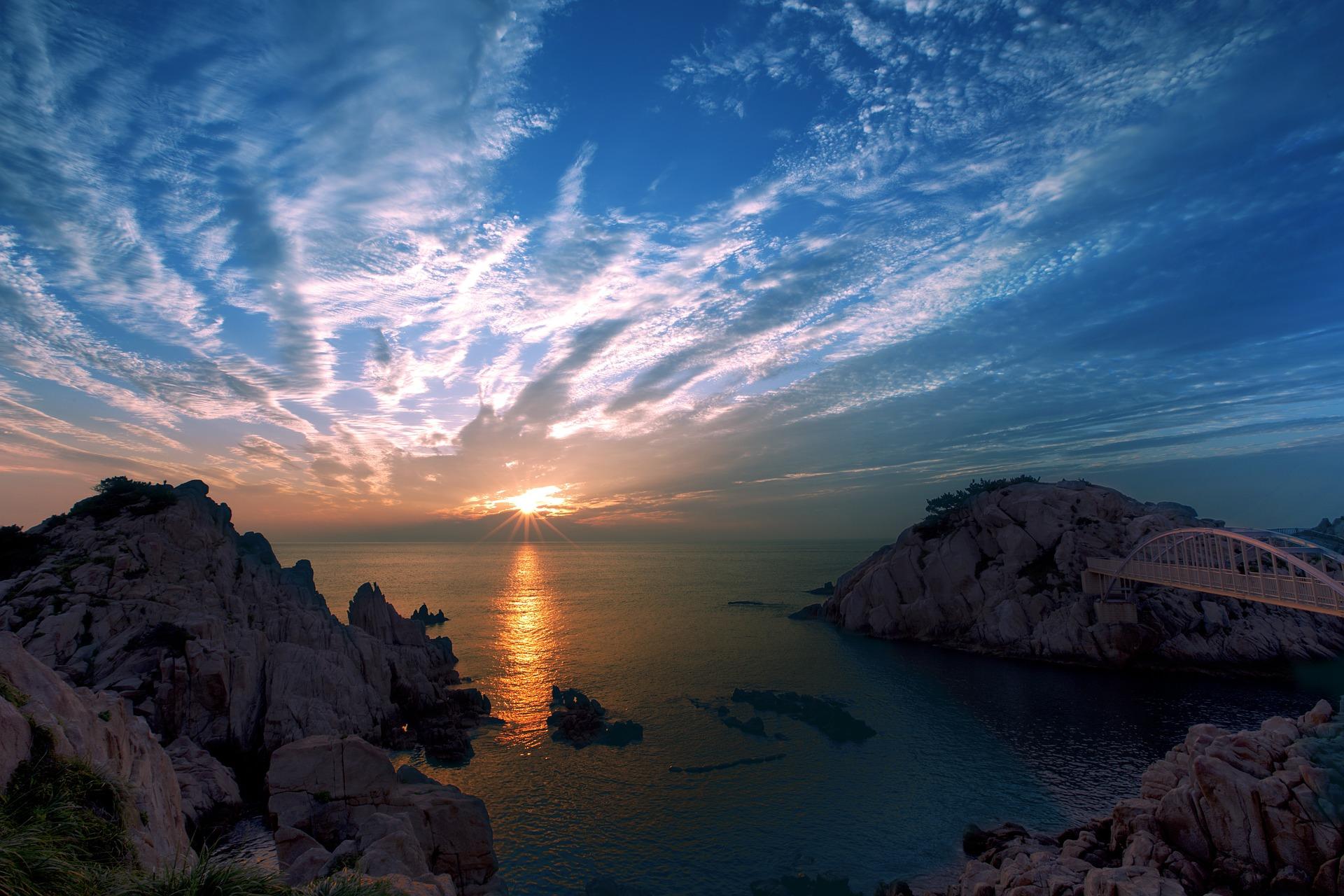 아름다운 일출. 주님의 세계는 참 아름답습니다.